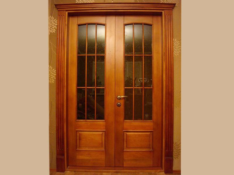Межкомнатная деревянная дверь из массива бука со стеклом