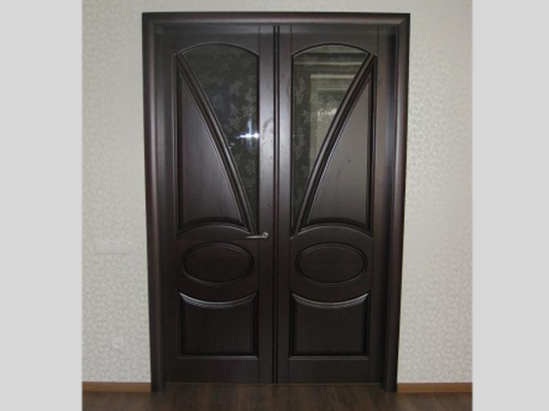 Распашная дверь из дуба