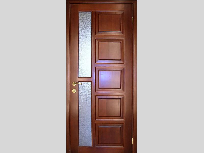 Дубовая дверь с горизонтальной стеклянной вставкой