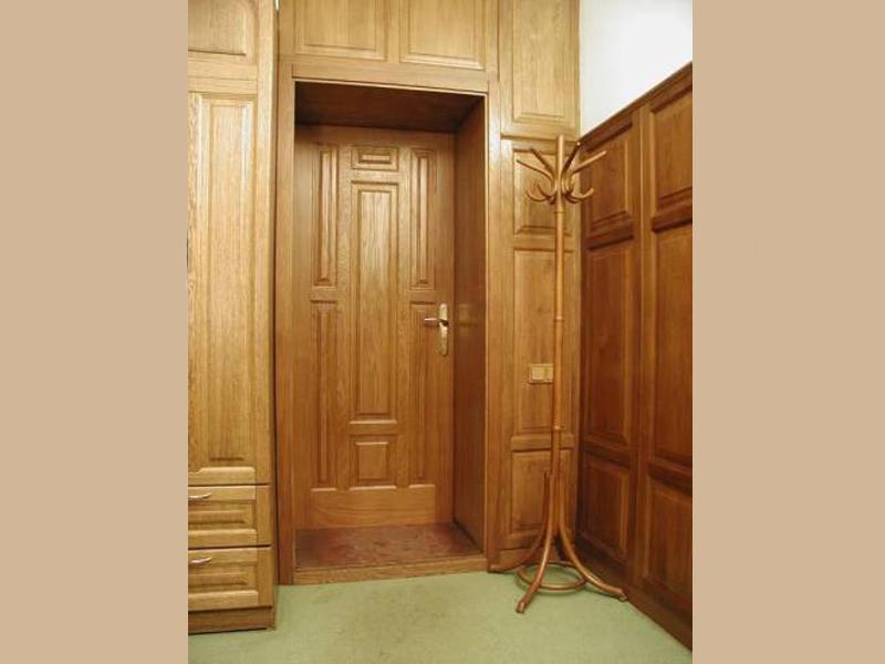 Двери из массива бука в домашний кабинет
