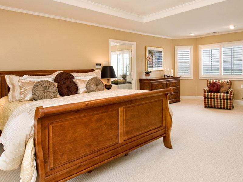 деревянная-кровать-из-массива-бука