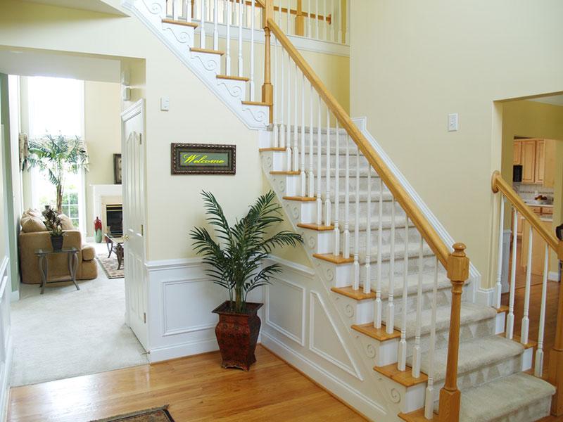 Деревянная-лестница-из-беленого-ясеня