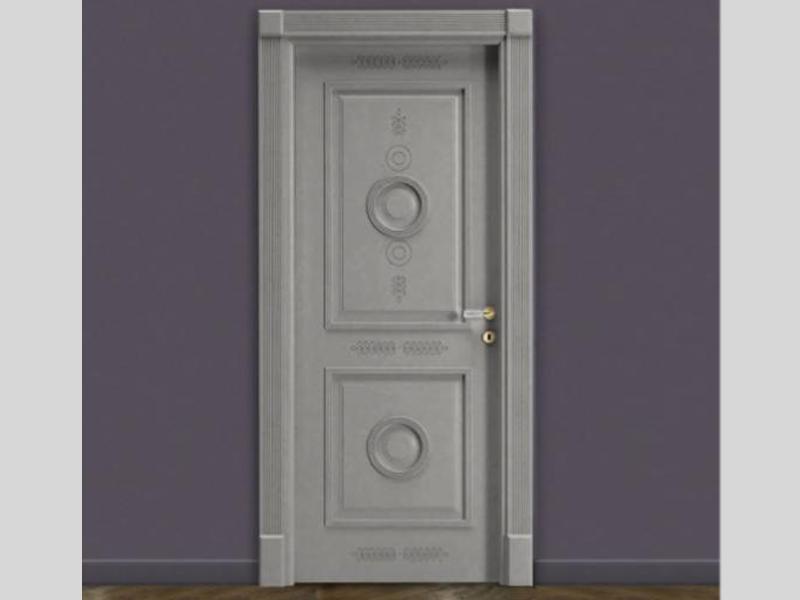 Белая межкомнатная дверь из ясеня с резьбой