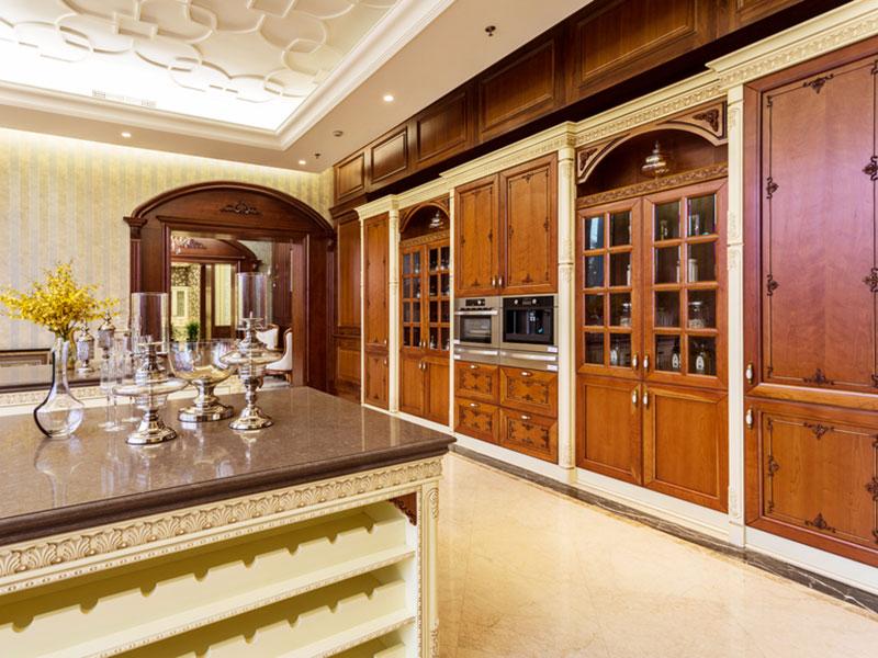 кухня-столовая-из-массива-бука-в-частном-доме
