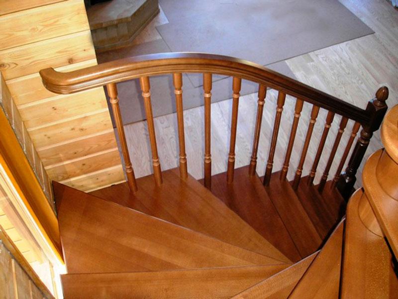 деревянная лестница-для-дачи