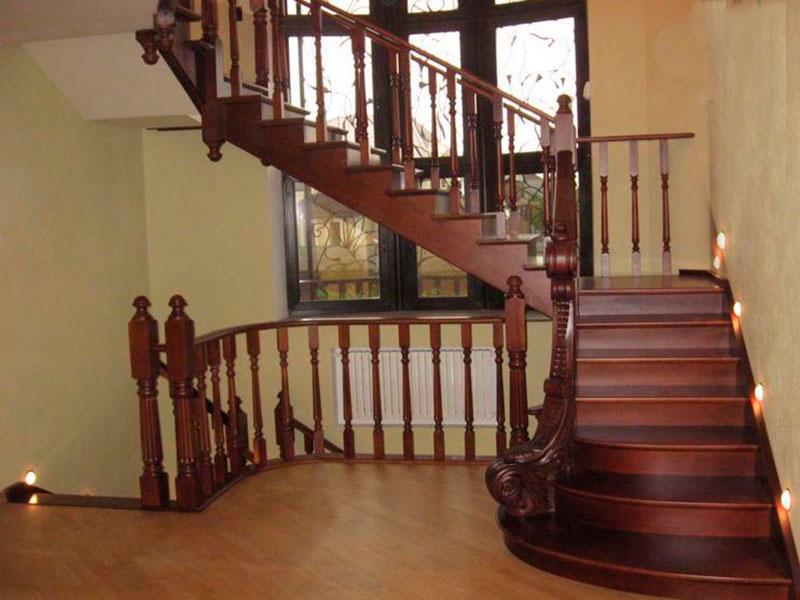 деревянная-лестница-из-ясеня