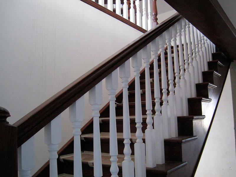 комбинированная -двухцветная-лестница-из-дерева