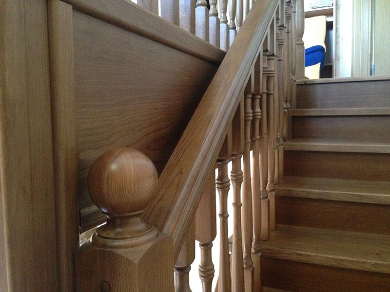лестница-из-бука-с-деревянной-панелью
