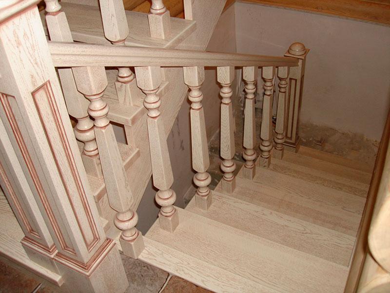 лестница-из-дерева-с-патиной