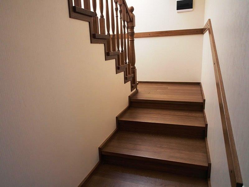 межэтажная-лестница-из-дерева