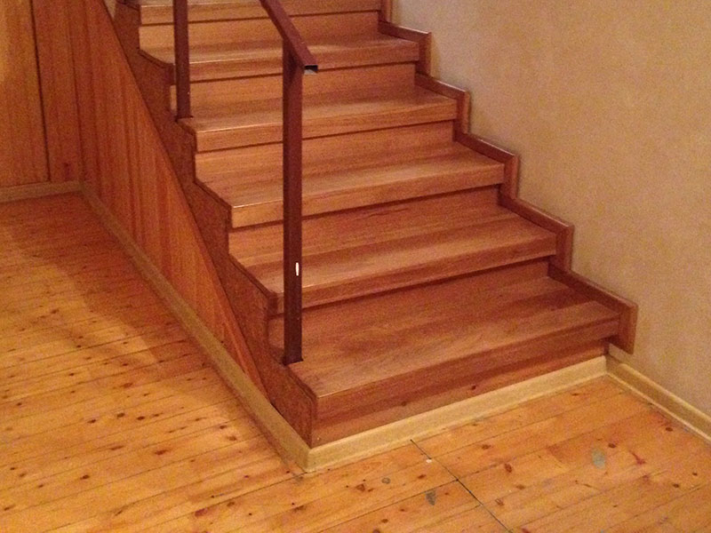 обшивка-лестницы-деревом