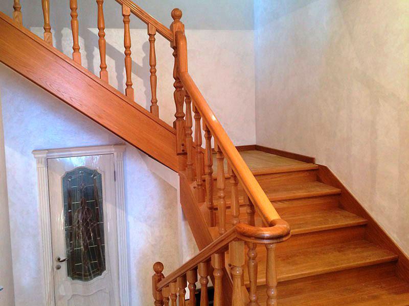 трехмаршевая-лестница-из-дерева